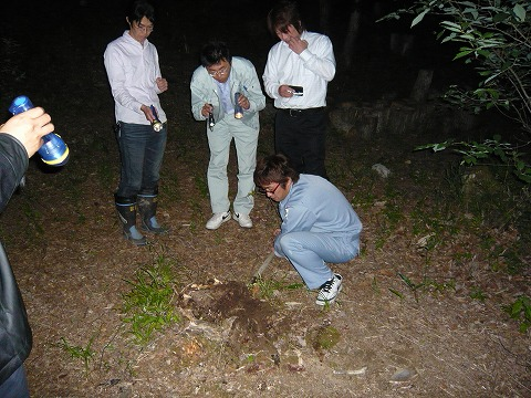 しいたけの森プロジェクト   夜のしいたけの森は漆黒の闇! の巻 25bd8429643b5